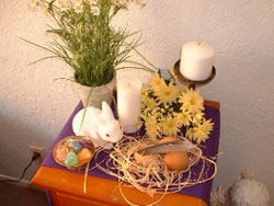 From www.sendapagana.com.. No, this was not Grove Argentum's Vernal Equinox Altar, but it is a lovely one, yes/
